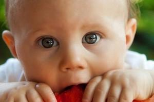 女宝宝吃奶多白带多对吗宝宝吃奶的注意事项