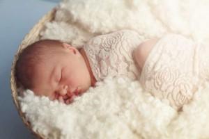 10天新生儿一天睡多久小宝宝睡觉的姿势